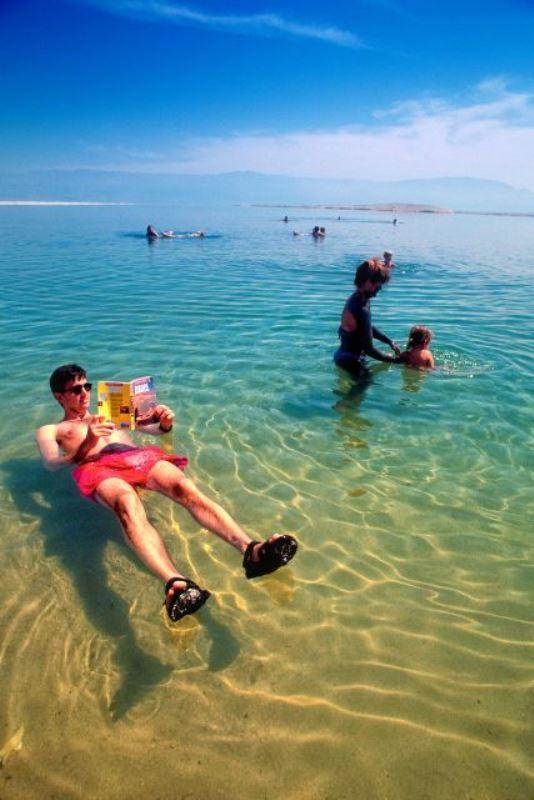 Dead-Sea_-Swimming-in-the-sea_5731